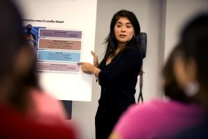nainen, konferenssi, osoittaen taulukko