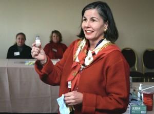 woman, explains, smallpox, vaccine, application