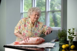 woman, cut, fishs, belly, subsequently, extract, internal, organs, finally, cutting