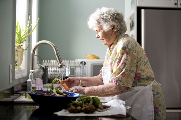 woman, preparing, meal, kitchen