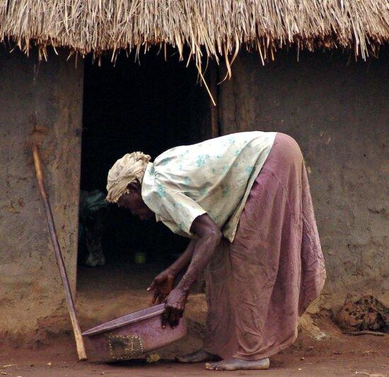 woman, tends, house, village, uganda, Africa