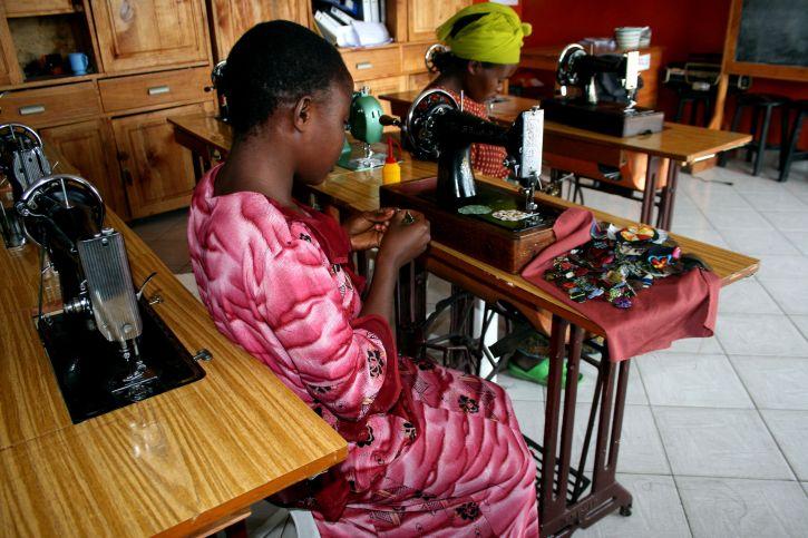 kvinner, lære, håndverk