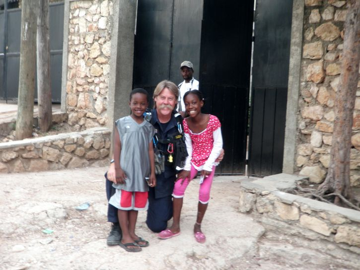helps, children, local, Haitian, orphanage
