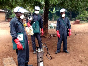 insecticide, spray, operators, wear, full, gear, face, mask, overalls, boots, gloves, hard, hat