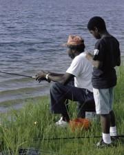 Afro American padre, figlio, pesca