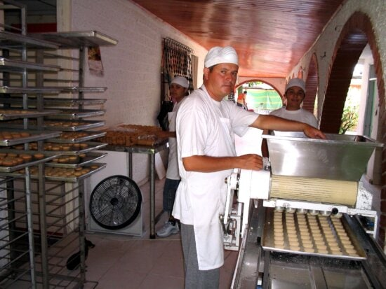 work, cookie, factory, Villavicencio, workers, ambitions, expand, larger, markets