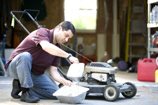 changing, lawnmowers, oil, disposable, aluminum, catch, pan, filled, absorbent, cat, litter