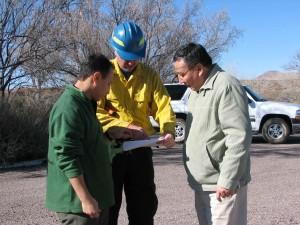Feuerwehrmann, Gespräche, zwei Männer