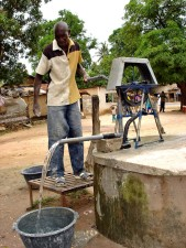 man, demonstrating, handcrank, water pump, Senegal