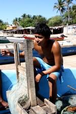 jeune garçon, bateau de pêche, filet, rivage, San Salvador