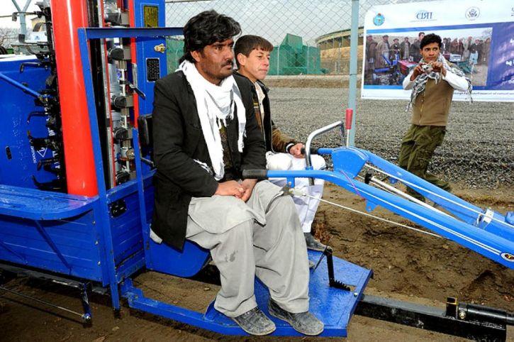 hombre, Afganistán, granja, la mecanización, el programa de