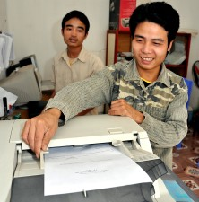 hombre, fotocopiadora, servicio de informática, centro de copiado, Vietnam