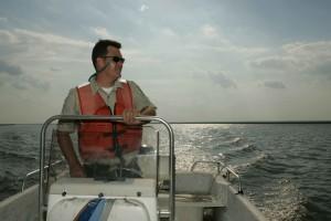 hommes, conduite, bateau, bateau, patrouille