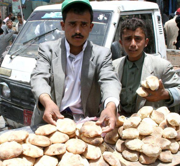 men, sell, goods, Yemen, market