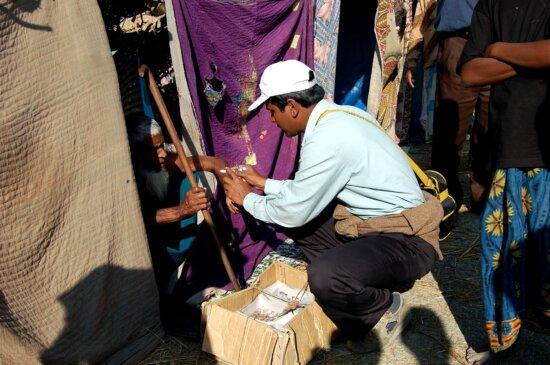 private, citizen, distributing, relief, supplies, collected, Naltona, union, Barguna, Sadar