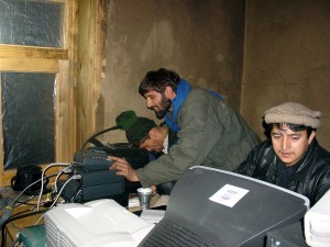 Afganistán, hombres, ordenador, equipo