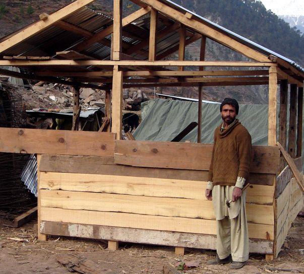 uomo, punti, villaggio, Kaghan, valle, costruito, inverno, riparo, servizi igienico-sanitari