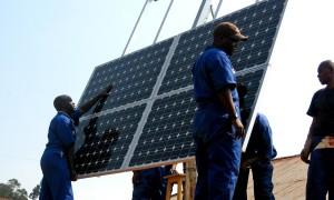 opplæring, arbeidere, installere, solenergi, paneler, helse, klinikker, Rwanda, ren, energi