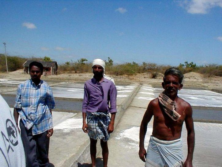 workers, work, salt, pans