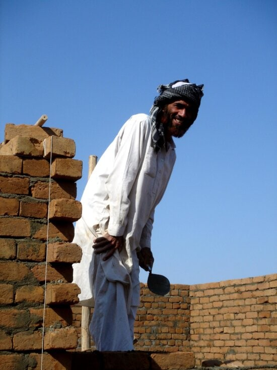 workman, builds, courthouse, Afghanistans, Nangarhar, province