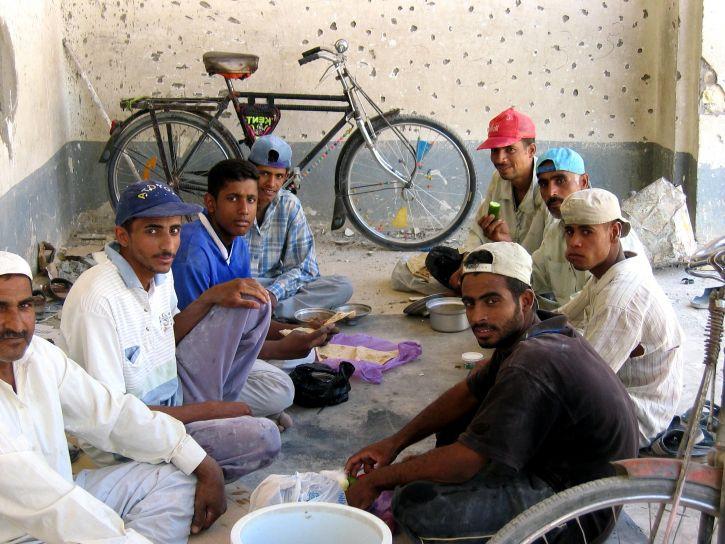 workmen, обед, перерыв