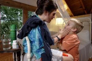 майка, прилагане, комарници, сенници, дете, кожата, предотвратяване, комари, ухапване