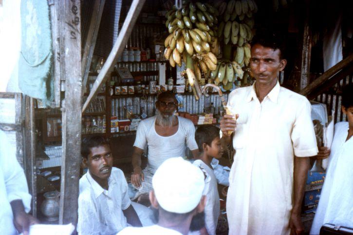 Bangladeshi, villagers, whod, gathered, food, stall, Patuakhali, district, village