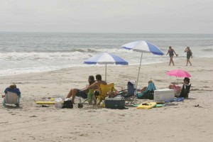 bains de soleil, plage, parasols