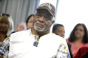 Afro-américaine, l'homme, plutôt mécontent, l'un, les participants
