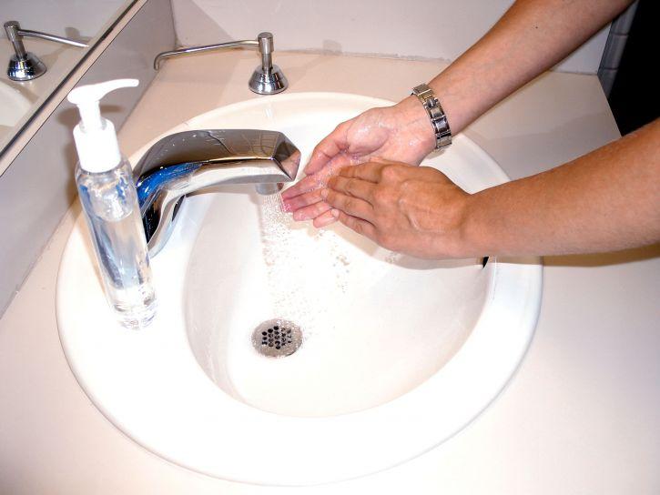 le lavage, les mains, le savon, l'eau, l'alcool, gommage