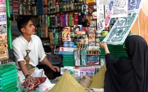 jeune homme, magasin, petit marché, le Yémen, la femme, les articles
