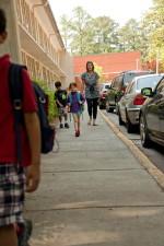 nuorten, koululaisten, turvallisesti, saattajan, luokkahuone, yksi, opettajat