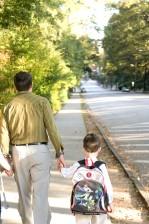 jeune fils, fille, papa, enfants, trottoir