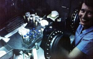 work, specimens, sealed, portals, glove, box