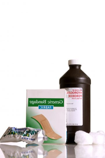 botol, disinfektan, hidrogen, peroksida, H2O2, kotak, perekat, perban, dua, kapas, bola