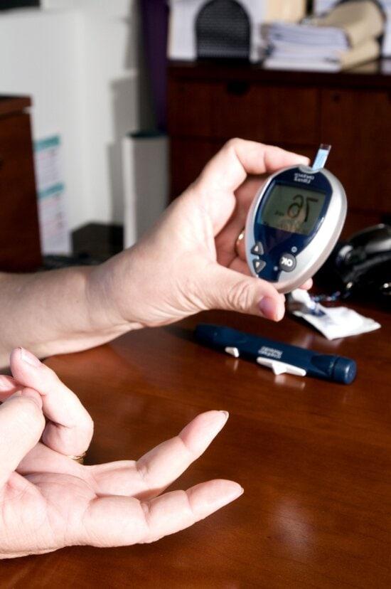 checking, blood, glucose, level, self, monitoring, blood, glucose