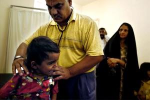 Arzt untersuchen, junges Mädchen