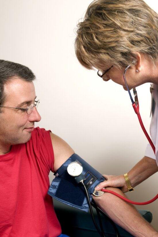 Laki-laki, dokter, proses, melakukan, darah, tekanan, pemeriksaan, duduk, laki-laki