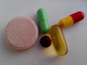 薬、ビタミン、ミネラル、テーブル