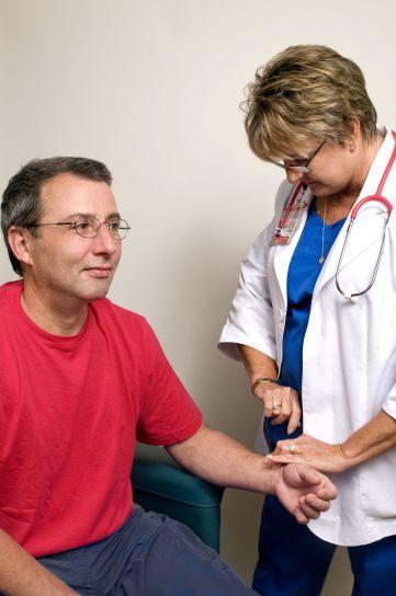 assis, mâle, patient, pouls, fréquence, déterminé, femme, clinicien