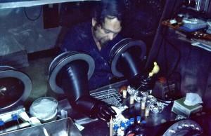 virologue, le travail, les spécimens, scellés, portails, gants, boîte
