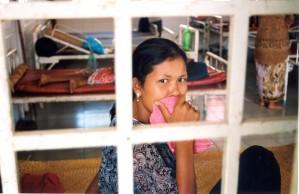 femme, couvertures, de la bouche, l'hôpital, le Cambodge