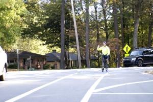 fietser, signalering, auto, chauffeur, achterzijde, probeert, hand, draai