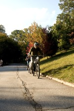 Poika istuu pieni, lapsille turvallinen, polkupyörä, istuin, Ratsastus, pyörä, isä