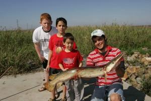 Fischer, Kinder, Fischen, riesigen Fisch, Fang