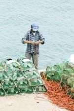 fisherman, preparing, net
