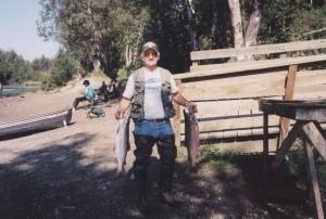 pescador, dos, plata, salmones, coho, el deporte, la pesca