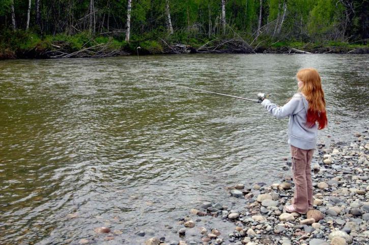 djevojka, stoji, obalu, ribe, ribolov, štap