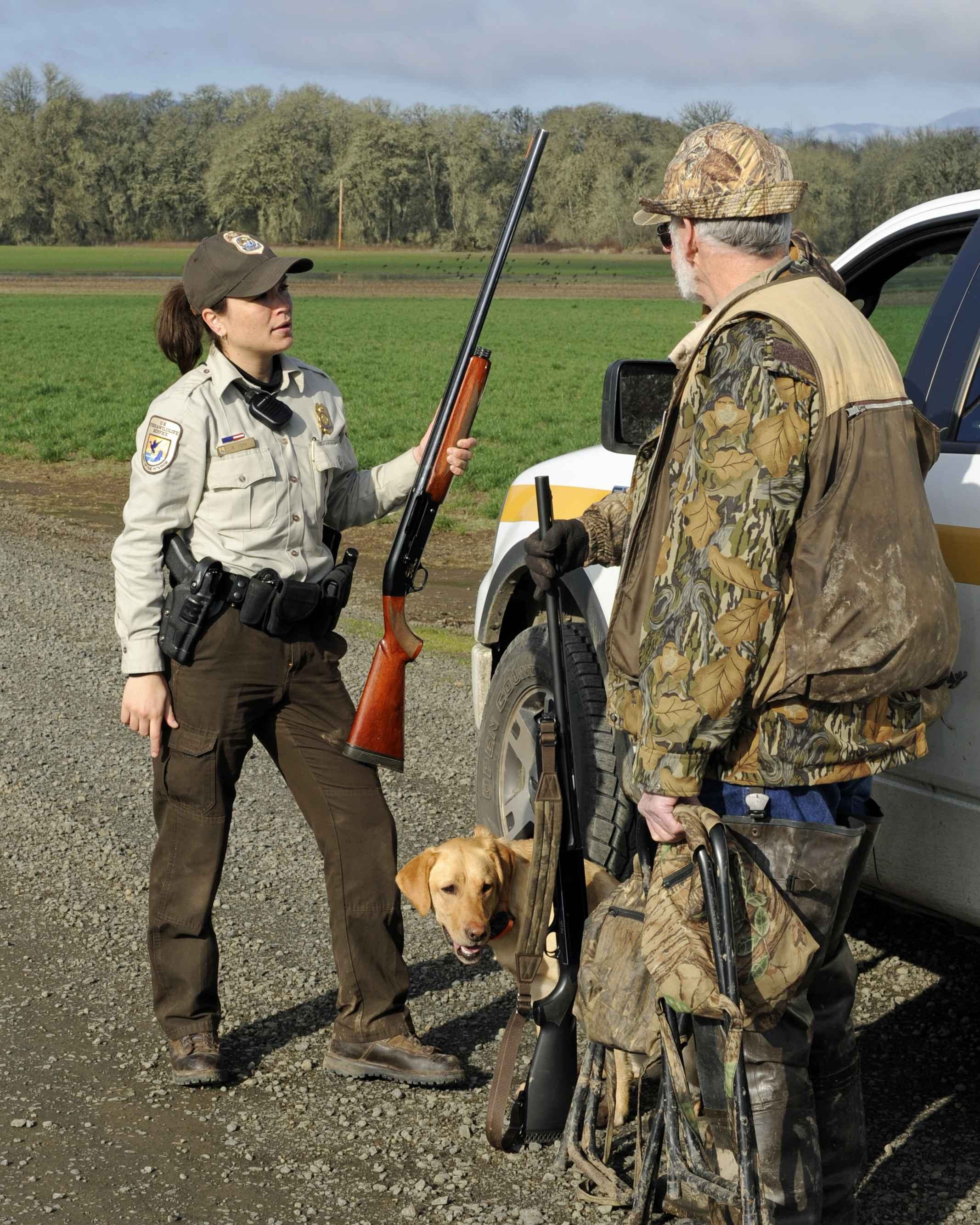 Free picture: law, enforcement, officer, speaks, hunter