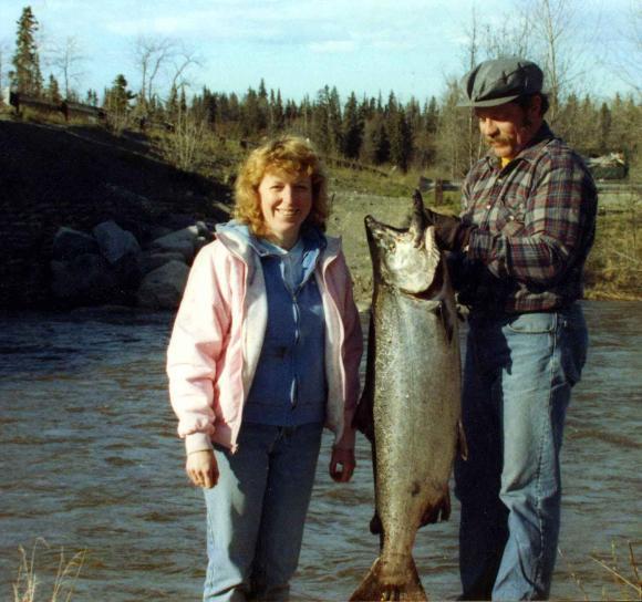 mâle, femelle, pêcheur, chrome, lumineux, roi, saumon, pris